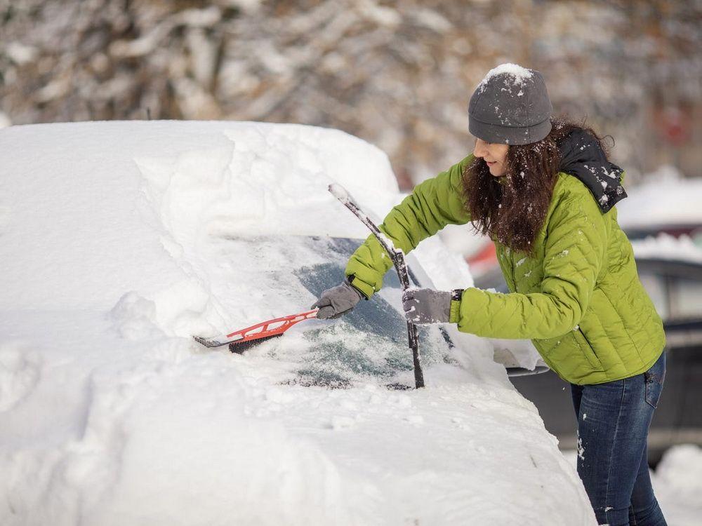 ciscenje-automobila-od-snega-pravilno
